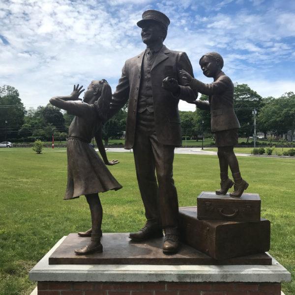 Wickford Junction - Wickford Station Dedication Statue